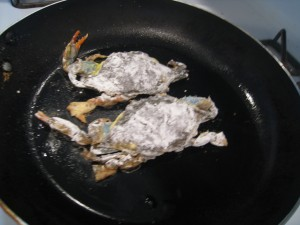 Coat Soft Shell Crab with Cornstarch